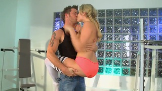 Dirty sporty babe Mia Malkova enjoys in giving head in gym