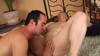 Chubby pale skin mommy Hermina gives blowjob and gets her muff eaten